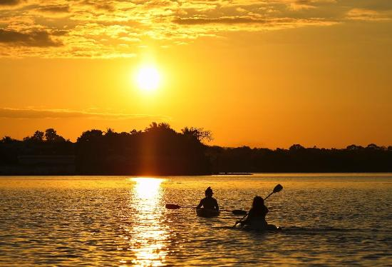 Flores, Guatemala: Kayak in Peten Itza Lake