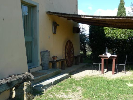 Petrolo: Outdoor eating area for Feriale II