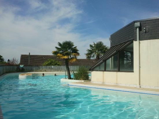 Branville, Frankrike: Une partie de la piscine
