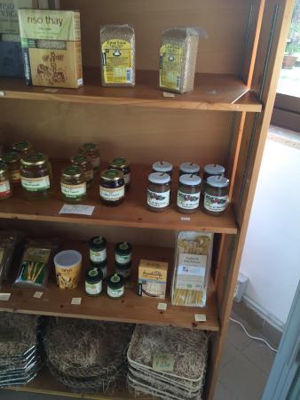 Caino, อิตาลี: marmellate e prodotti biologici