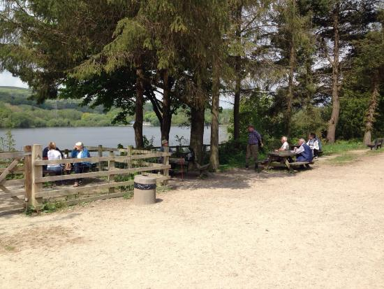 Bolton, UK: On the edge of Jumbles Reservoir. It's a basic café for drinks, snacks and ice creams.