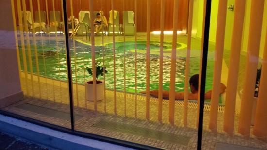 Hotel Seerose : piscine couverte un peu froide à mon goût mais tellement agréable au retour du ski
