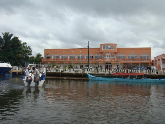 Maroantsetra, Madagaskar: facade de l hotel