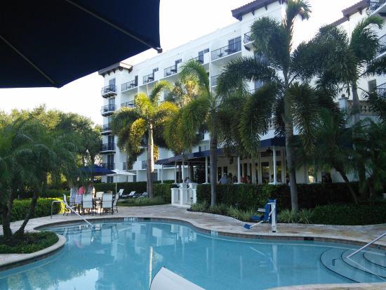Inn at Pelican Bay: Back of hotel