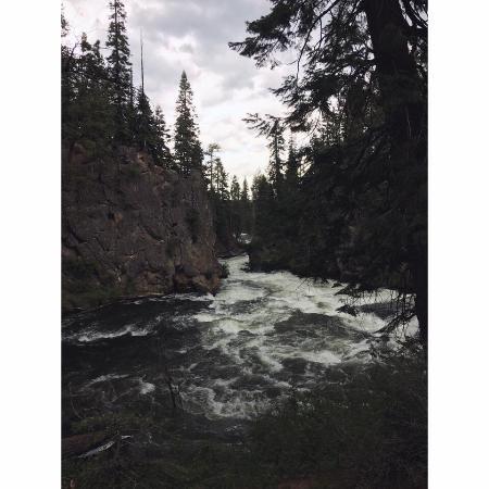 Sunriver, OR : Trail to Benham Falls