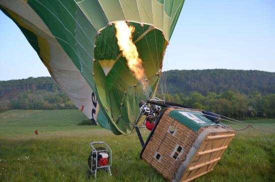 Semur-en-Auxois, Frankrike: Gonflage du ballon