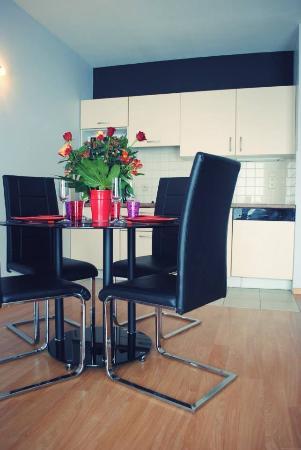 A-XL Flathotel: Salon apartement 1 chambre