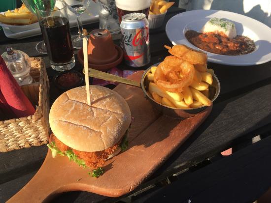 Rowen, UK: Chicken burger