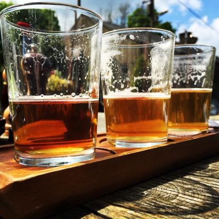 Mellor, UK: The brilliant 3x1/3rd pint beer tray.