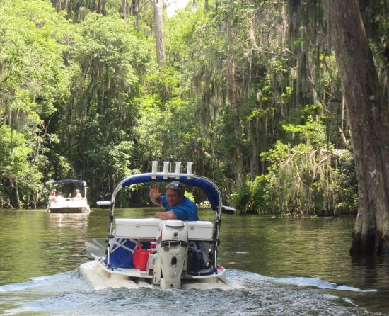 Mount Dora, FL: Our guide David leads the way making sure everyone stays together through the winding canals
