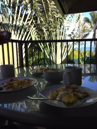 Hale Napili: Our breakfast from our hotel room!