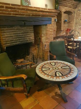 Photos montaigut sur save images de montaigut sur save for Petit salon avec cheminee