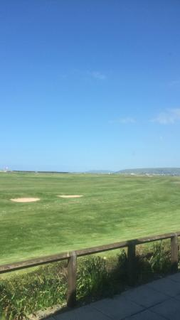 Borth, UK: The 18th view of fairway just before the green from the clubhouse.