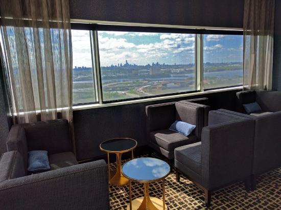 Hilton Meadowlands : Executive Lounge with NYC Skyline views