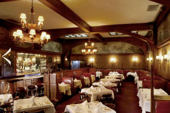 Musso & Frank Grill : One of our dining rooms.