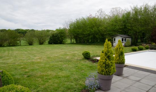 La Longere, Luxury b&b : Grounds behind farmhouse, with pool