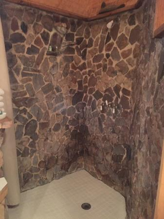 Elk Mountain Lodge: Magnificent Rock Waterfall Shower