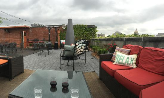 Beau Old Capitol Inn: Rooftop Bar