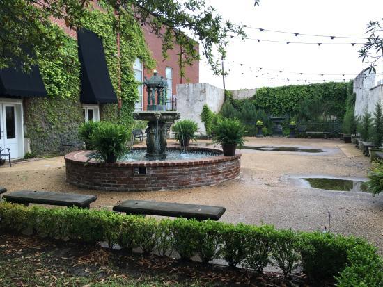 Jackson, Mississippi: Courtyard