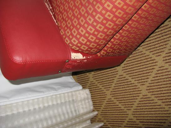 Residence Inn Branson: Worn Upholstery