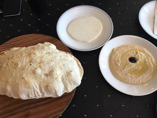Ali Baba Express: Hummus and fresh bread