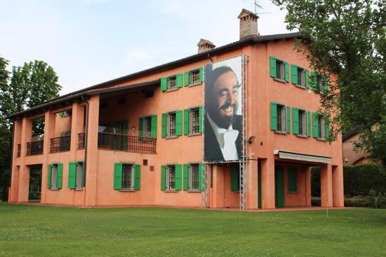 Giardino interno picture of casa museo luciano pavarotti modena tripadvisor - Giardino interno casa ...