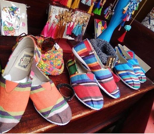 Mercado de las Pulgas de Usaquen Alpargatas típicas colombianas, hechas en tela de hamaca