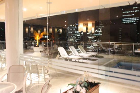 Windsor Astúrias Hotel: bar e piscina.