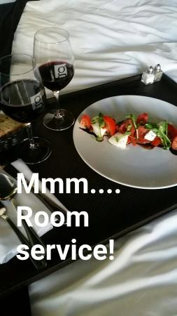 Hotel Le Germain Montreal: Snapchat-1514635107533736754_large.jpg