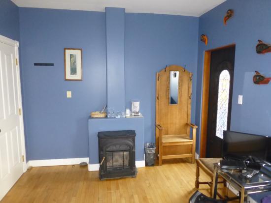 The Inn at Tough City: Room 8