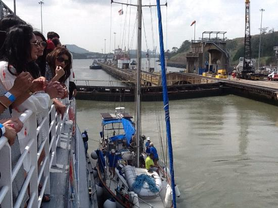 Panama Marine Adventures - Day Tours: The lock gates are closed behind us; a sailboat has joined us and the ship.