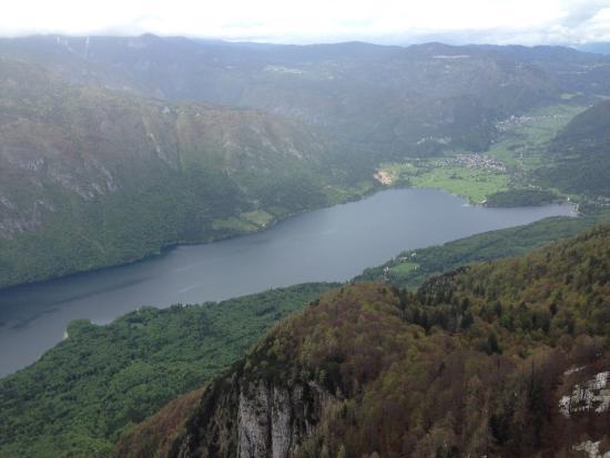 Bohinjsko Jezero, Slovenya: Lake Bohinj from the summit
