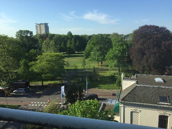 Carlton Square Hotel: A view of FrederiksparK (AD1389)