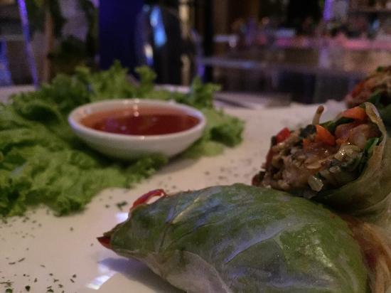 Roset Restaurante y Gin Bar: Entrada... Rollos vietnamitas