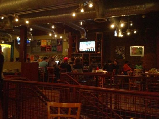 Hyattsville, MD: Fun but loud atmosphere