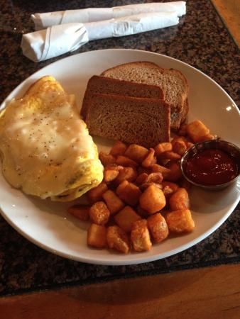 Baker's Crust Artisan Kitchen: Omlettes made to order...yummy