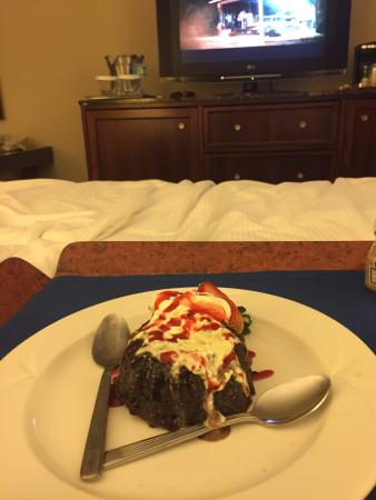 Singer Island, FL: Hot lava cake from room service