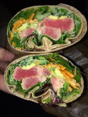 Mount Kisco, นิวยอร์ก: Seared Tuna wrap