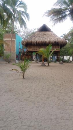 Departamento de Magdalena, Colômbia: habitacion compartida, Primer piso hamacas para dormir y 2do piso camarotes. baños compartido mi
