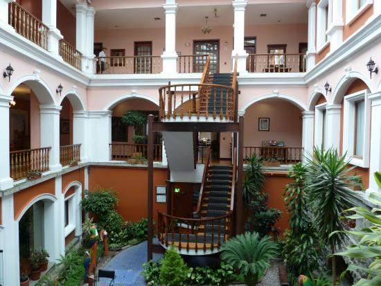 Hotel Patio Andaluz: of rooms surrounding a quite common area