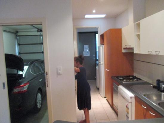 RNR Serviced Apartments Adelaide: Garage and kitchen/laundry