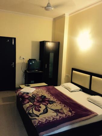 Vivek Hotel: Luxury Room