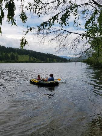 Pearrygin Lake State Park: Launched the inflatable boat from the campsite embankment