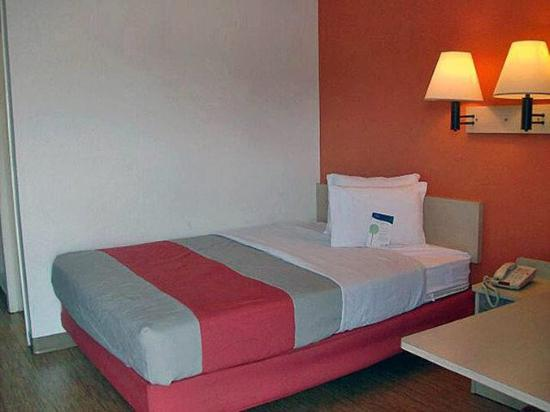 Motel 6 Lumberton : photo1.jpg