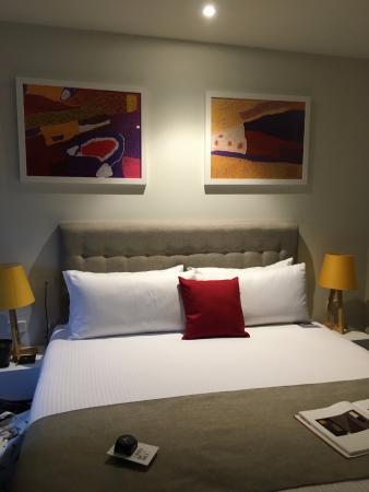 Walkerville, Australien: Comfortable, large bed with big pillows