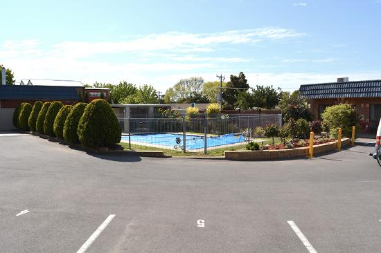 Junction Motel Maryborough: The central court and pool.