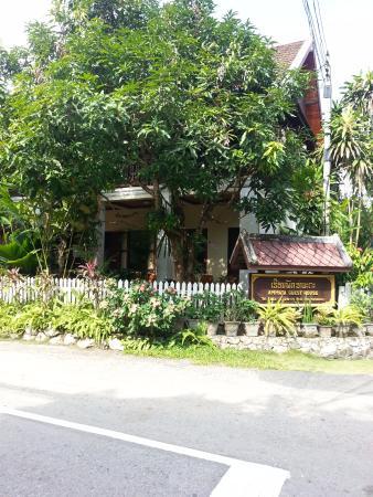 Ammata Guest House: Ammata on the corner