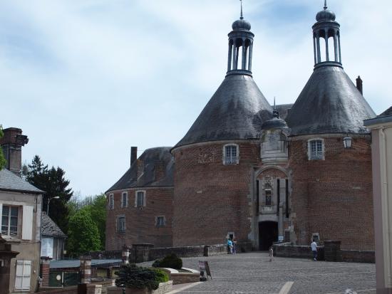 Saint-Fargeau, Francja: L'entrée principale