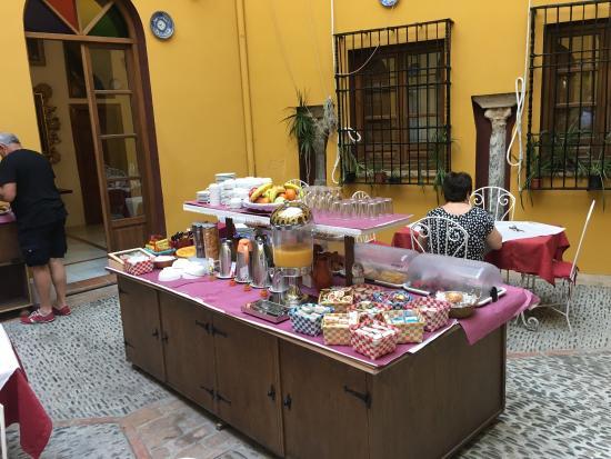 Hotel Mezquita : Breakfast area.  Also. No elevator!