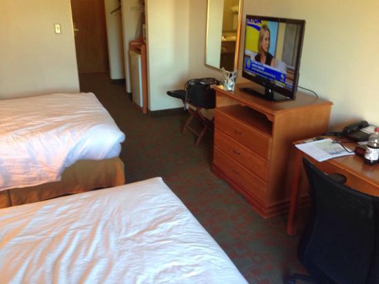 Holiday Inn Express Petersburg-Fort Lee: photo2.jpg